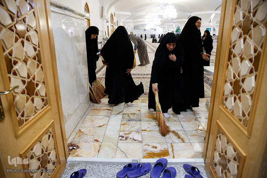 غبارروبی رواق حضرت زهرا (س)؛ پایانبخش همایش بانوان قرآنپژوه در مشهد