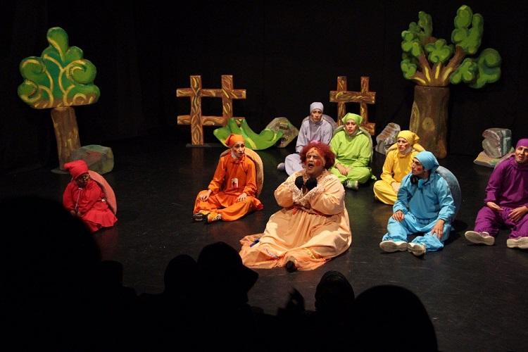 نمایش«پاهای خانم هزارپا» ویژه اصحاب رسانه اجراشد