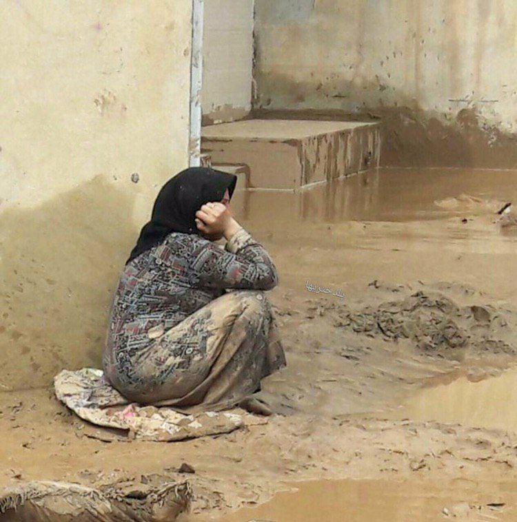 هر قطره باران بچهها را از سیل میترساند/ مردم با مشکلاتشان تنها ماندهاند