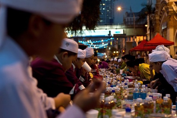 رمضان در مالزی؛ از چشمنوازی صفهای نماز تا بازار پررونق تخفیف