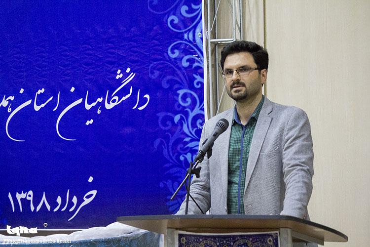 برگزاری محفل انس با قرآن دانشگاهیان در همدان