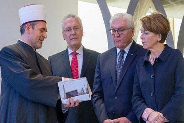 رئیسجمهور آلمان در مسجد بنزبرگ/ تأکید بر همزیستی ادیان