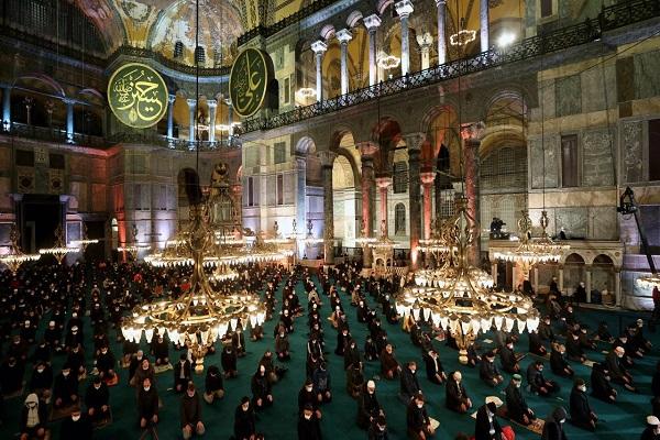 مراسم «لیلةالرغائب» در مسجد ایاصوفیه استانبول برگزار شد