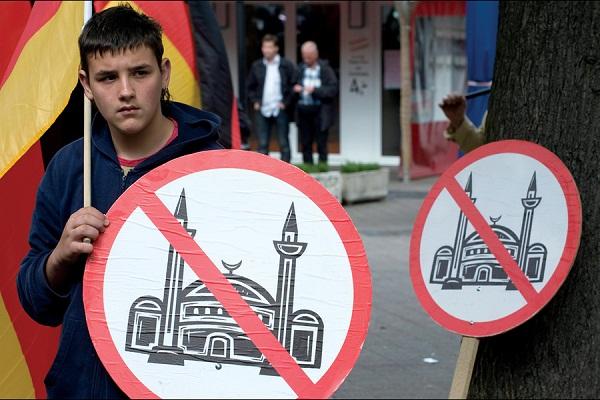 نقش مسلمانان در جنگ جهانی دوم نادیده گرفته شده است/ مسلمانان در اروپای امروز کاملاً یکپارچه و موفق هستند/