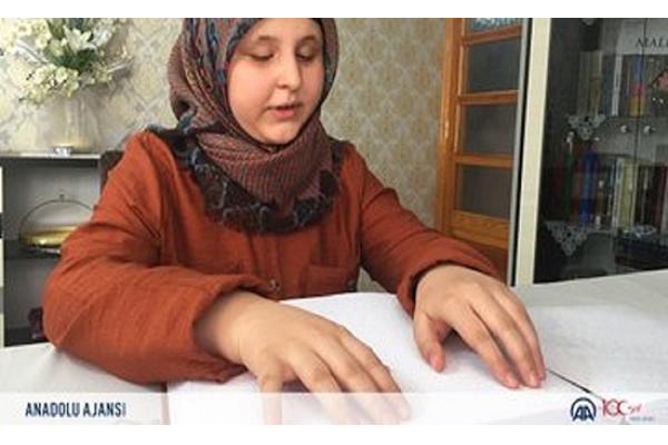 Turquía, una niña ciega memorizó el Corán