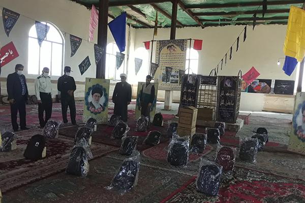 اهدای بستههای «مهر تحصیلی» به دانشآموزان بیبضاعت در زاوه