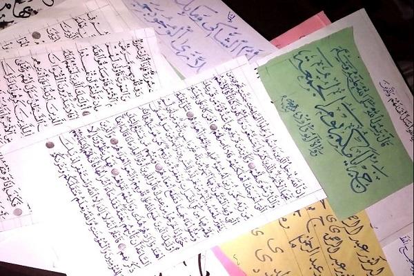 کتابت قرآن توسط خوشنویس جوان یمنی با وجود جنگ و محرومیت +عکس