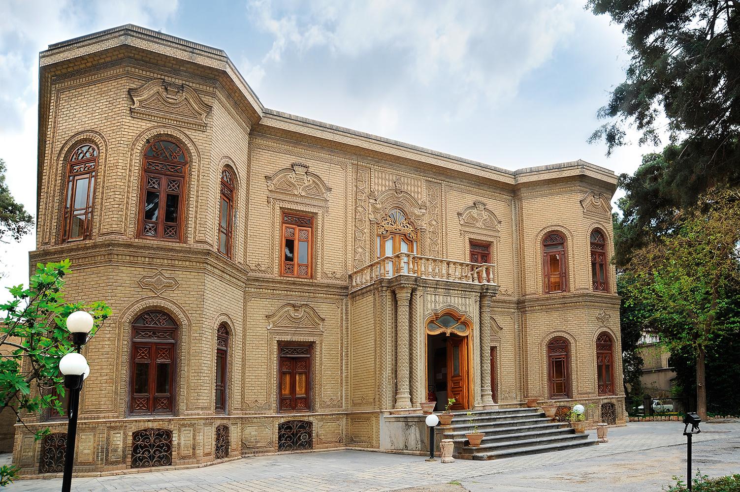 نمایشگاه انفرادی سرامیک و شیشه در موزه آبگینه افتتاح شد