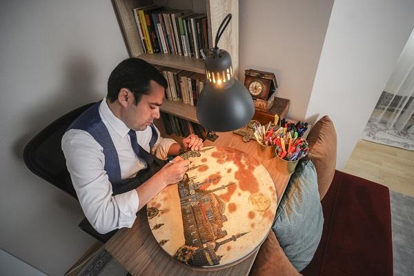 نقاشی آثار تاریخی اسلامی روی چرم توسط موذن هنرمند ترکیهای/آماده