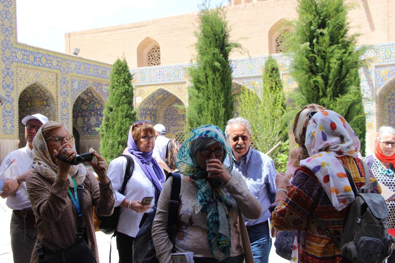 Participation des touristes étrangers à la fête de l'anniversaire de l'Imam du Temps (as) à Ispahan