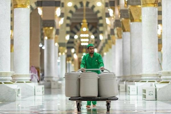 Les réservoirs d'eau de Zamzam retournent à la mosquée du Prophète (psl) à Médine