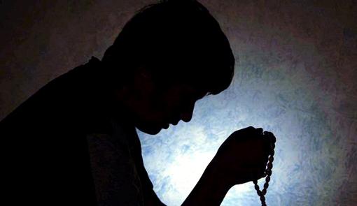 Risultati immagini per alzarsi la notte per pregare