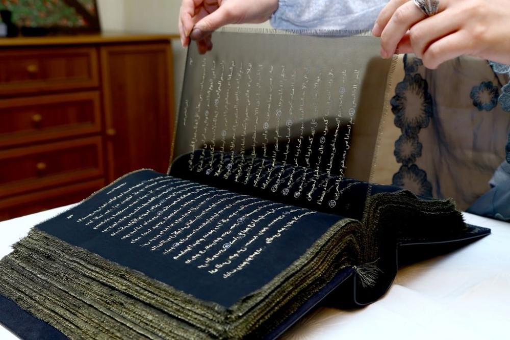 Şeffaf ipek sayfalı Kur'an-ı Kerim
