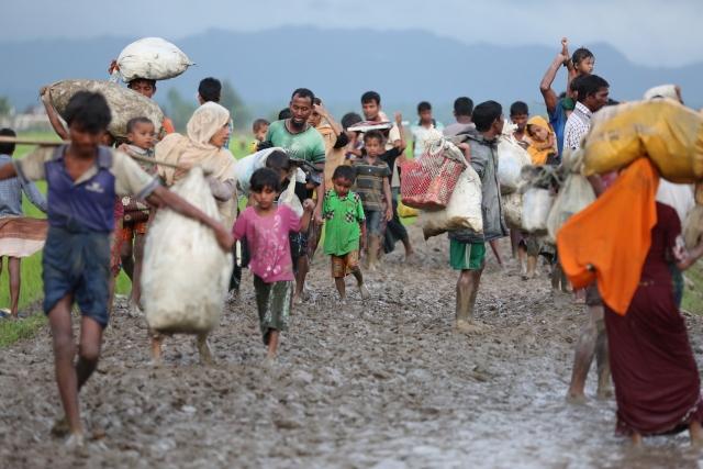 Arakanlı Müslümanlar Bangladeş sınırına kaçıyor