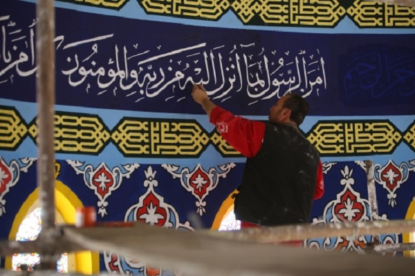 Süleymaniye'deki tüm camilerin süslemesi ona emanet